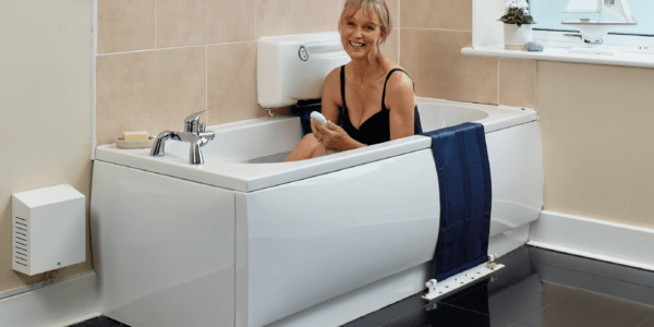 Woman enjoying a bath with an Oak Tree bath lift.